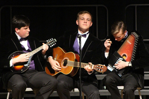 PV Holiday Concert entertains crowd