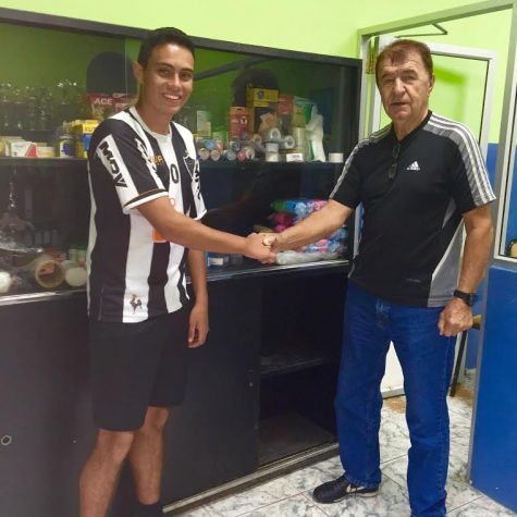 Emilio Quevedo shaking hands with the owner of the club that he donated supplies to on his first visit, Dušan Drašković.