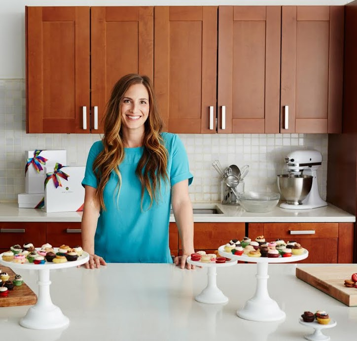PV+graduate+Melissa+Ben-Ishay+poses+with+her+miniature+cupcakes.+Ben-Ishay%27s+cupcakes+have+become+one+of+the+most+popular+items+that+her+company+sells.+