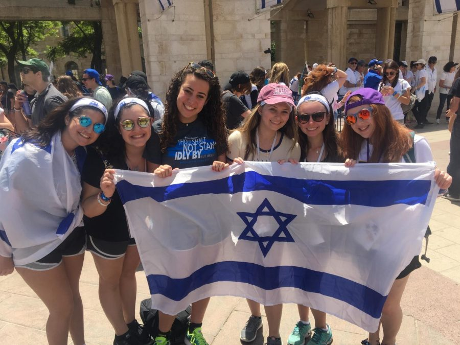 Ally+Botwinick+and+friends+hold+up+the+Israel+flag+in+Jerusalem.+