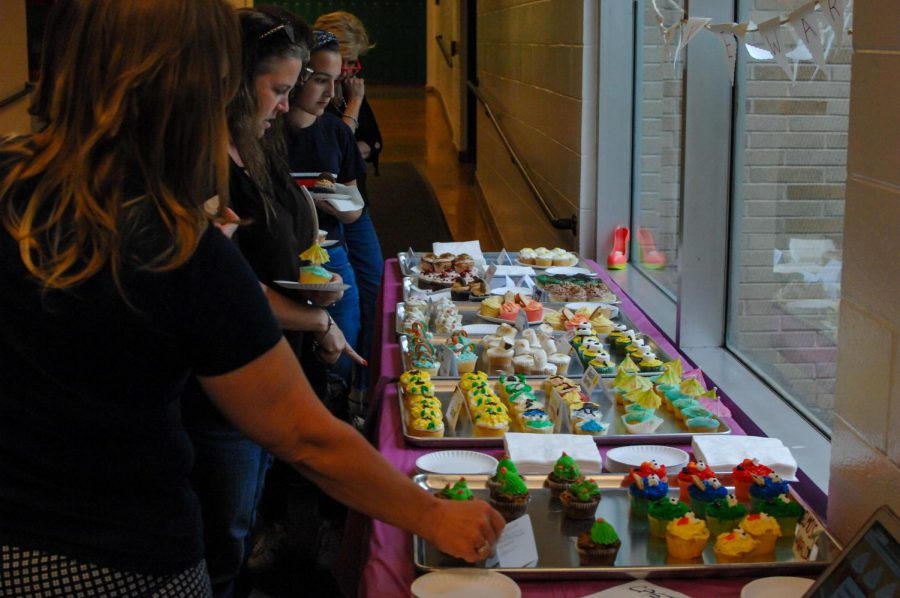 Fashion+show+attendees+were+able+to+taste+cupcakes+made+by+culinary+arts+students.