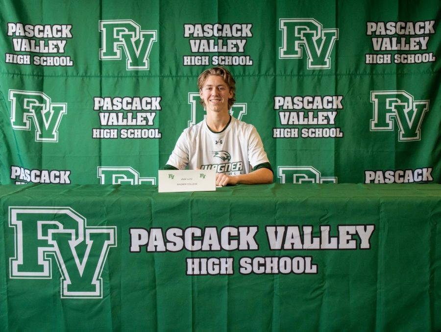 Jake+Lutz+signs+to+Wagner+University+to+play+Division+I+baseball.