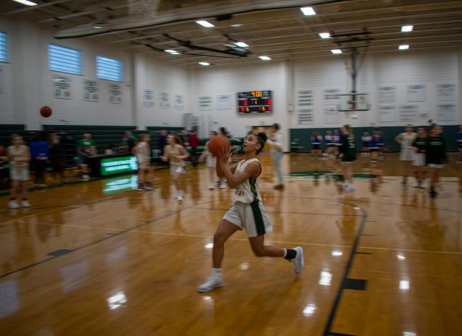 Freshman+Lindsay+Jennings+drives+to+the+basket+for+a+layup+before+the+girls+basketball+game+against+Northern+Valley+Demarest+on+Thursday%2C+Jan.+16.