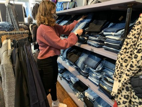 Senior Toby Shapiro interns at Threads, in Westwood. One of her responsibilities is to organize clothes on the shelves.