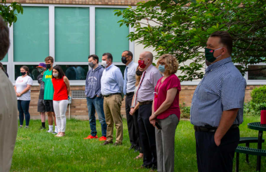 The History Club honored five Pascack Valley veterans who died in service to the country this morning in PV's courtyard. Students and faculty took a moment to remember  Michael Roell, George Poor, Robert Ranges, Edward Maher, and Min Soo Choi.