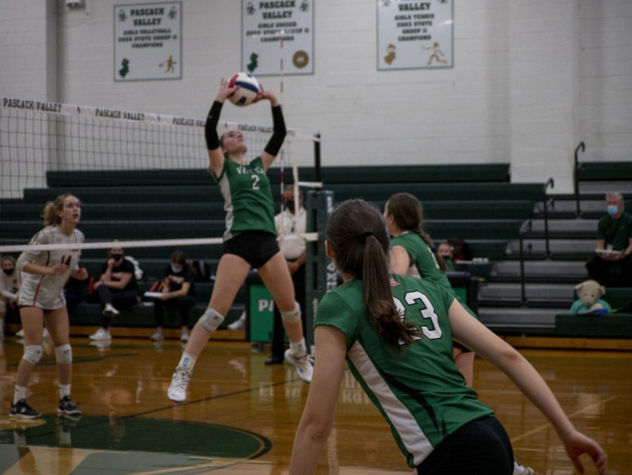 Taylor Grady sets the ball to Nicole Buckley.